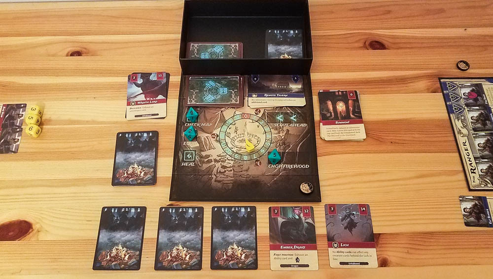 Set a Watch review - board and creatures