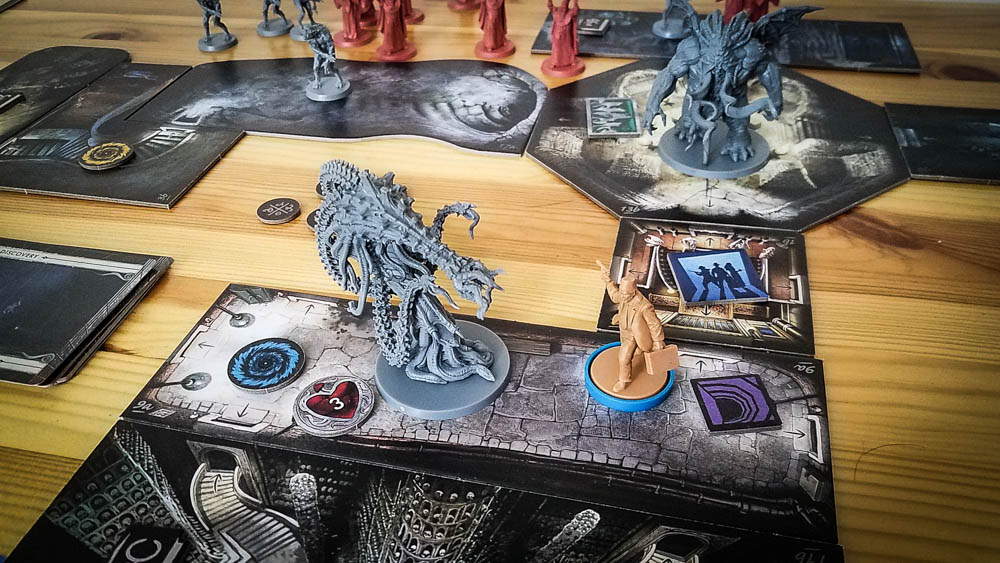 Cthulhu Death May Die review - fighting some nasty enemies